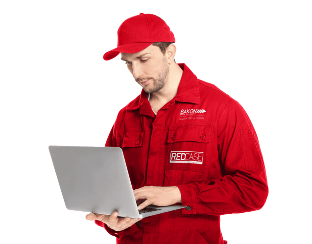 RedCase service support man with laptop